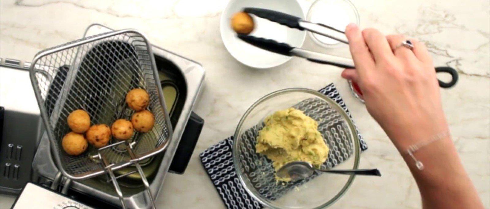 Deep-fryer-in-kitchen